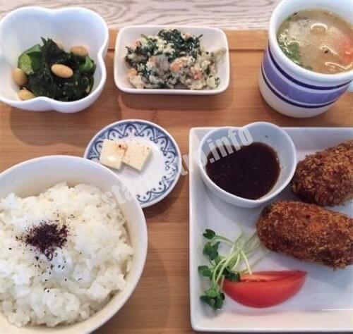 お豆腐の惣菜プレート(Aランチ)